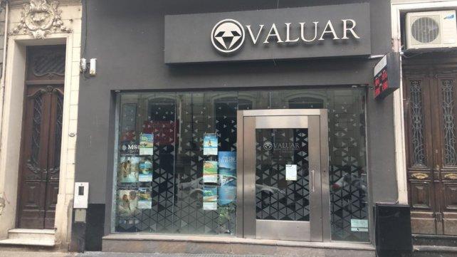 Filas para comprar dólares en Paraná llegan a la peatonal