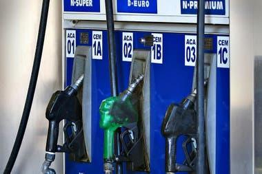 """Combustibles: Vence el """"congelamiento"""" y las empresas evalúan nuevos aumentos"""