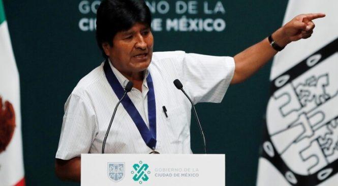 """Evo Morales convocó a las Fuerzas Armadas para """"luchar con el pueblo"""" y reiteró el pedido de una intervención del Papa Francisco"""