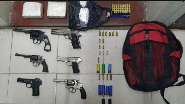 Secuestraron armas y droga en una vivienda en Paraná