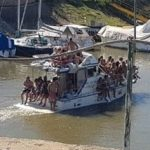 Fiesta clandestina: un yate casi se hunde en el río Paraná por la cantidad de jóvenes a bordo